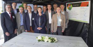 Genk : Ondertekening bos-charter in bijzan van minister Schauvliege bij Norbord Genk.